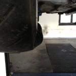 Vyboulená pneu, naštěstí praskla až na dílně. Mezi RZ jsme vyměnili.